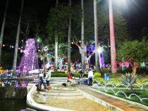 Vitória da Conquista ganha iluminação natalina em praças, avenidas e distritos