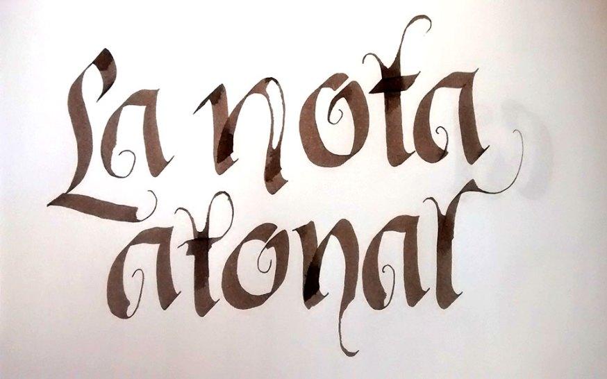 La nota atonal palíndromo caligrafía