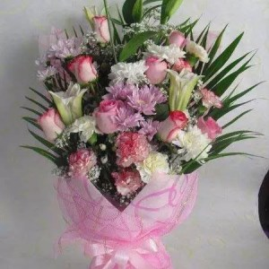 Pretty pink bouquet in Dubai for delivery