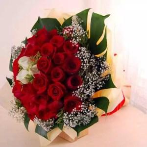 Send flower bouquet Dubai with 30 roses