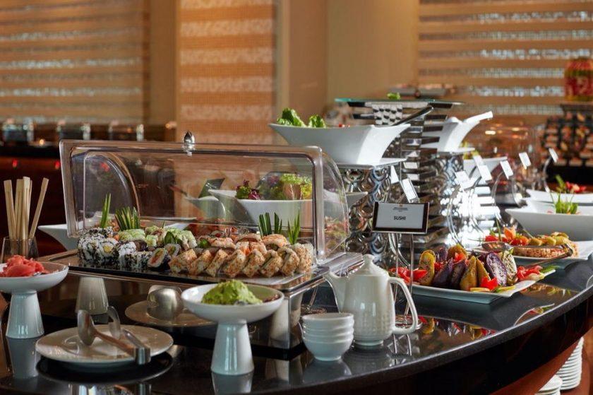 موائد فاخرة وأجواء رومنسية ليوم الحب في فندق ومركز مؤتمرات الكويت