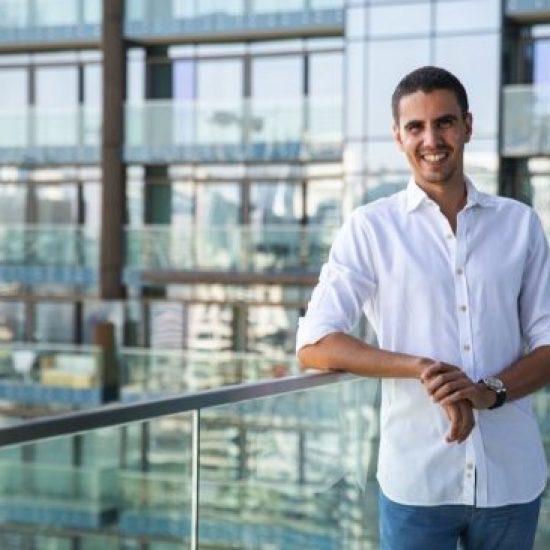 دبي تشهد إطلاق تطبيق شامل لتقييم ومراجعة الأعمال والشركات من قبل الأفراد