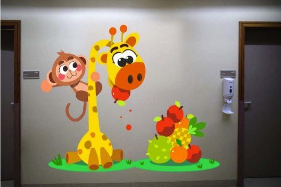 """""""دبي للثقافة"""" تنثر البهجة بين ممرات قسم الأطفال في مستشفى لطيفة"""