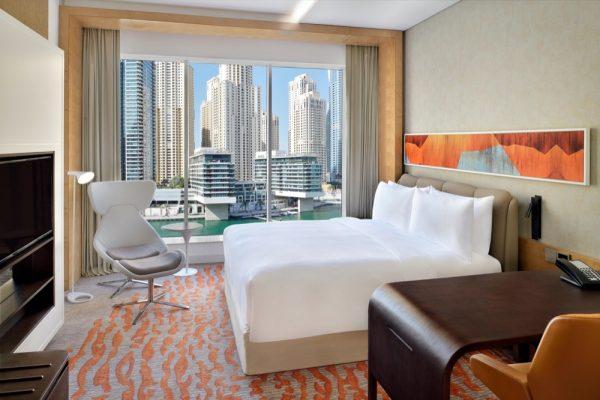 فندق كراون بلازا دبي مارينا يطلق عروض الإقامة المحلية
