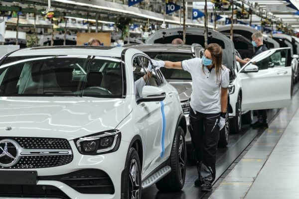 مصانع مرسيدس-بنز تستأنف الإنتاج بنجاح