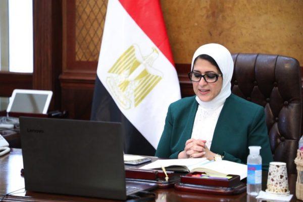 وزيرة الصحة تعقد اجتماعًا بمديري مستشفيات الحميات