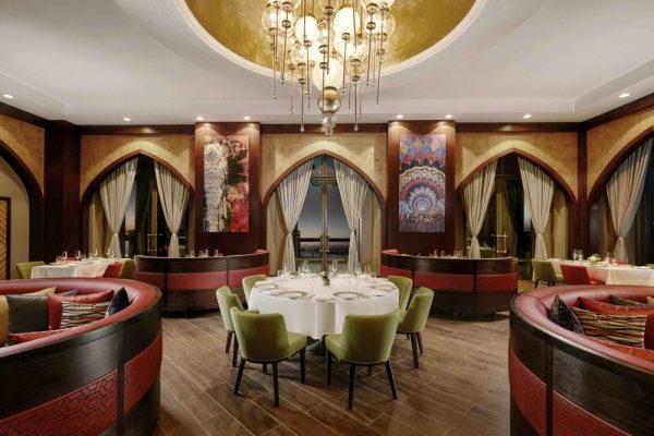الأناقة والحداثة في مطاعم قصر الإمارات الفاخره