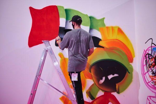 جوائز معرض فنون العالم دبي تكرم المواهب الصاعدة والمبدعة