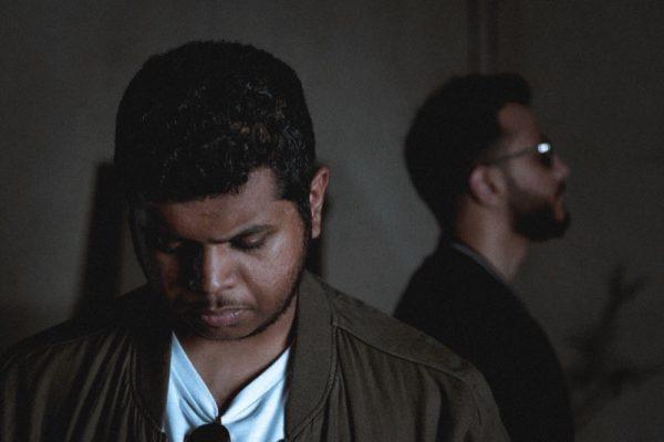 فرقة موسيقى الإندي السعودية الثنائية تطلق سادس أغاني اونوس موندوس