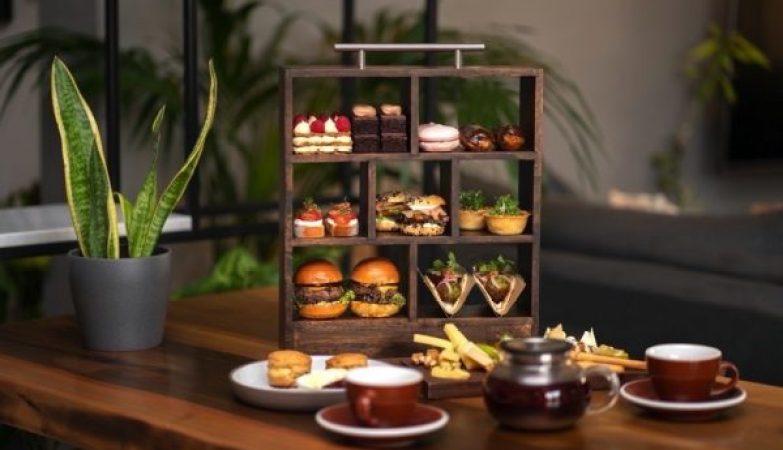 ديلي دوز كوفي لاونج يقدم تجربة مميزة من شاي ما بعد الظهيرة في عطلة نهاية الأسبوع