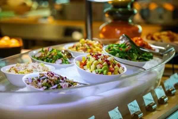 فندق رمال يقدم مجموعة كبيرة من العروض على المأكولات والمشروبات