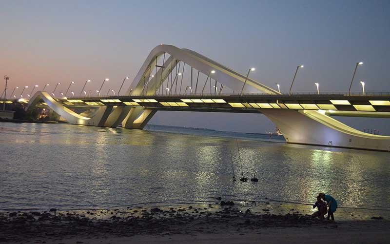 Sheikh Zayed Bridge Image Dubai Water Canal