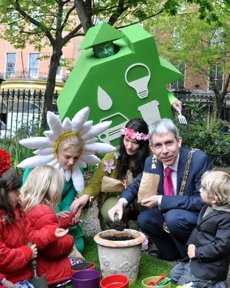 Lord Mayor of Dublin, children and volunteers enjoying the Festival