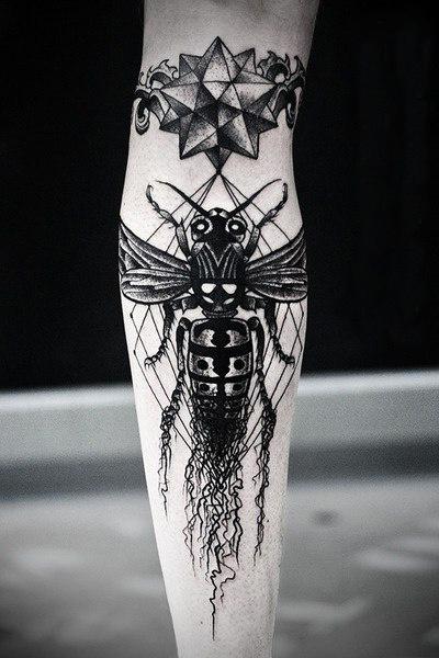 Curly Wasp Graphic Tattoo Idea On Hand Best Tattoo Ideas