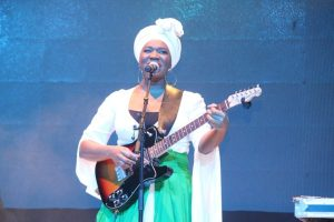 India-Arie-on-stage-600x400
