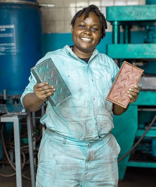 Nzambi Matee recycling waste in Kenya