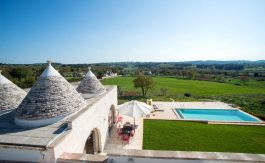 cv195_trulli-with-pool-puglia__002_n3q_vxwo6t