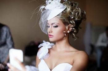 Düğün hazırlıkları deyip geçmeyin, çok kapsamlı bir iş bu , mekan, davetiye, düğün pastası, çiçekler, balayı alternatifleri, damatlık ve belkide bir genç kızın en önemli detayı ''gelinlik'' seçimi.