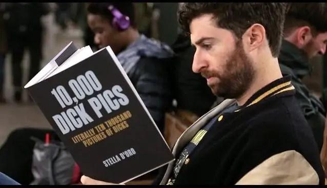 Hilarische boekomslagen in de metro