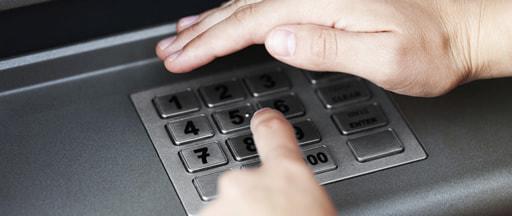 オンラインカジノの入出金を変えた電子決済サービス