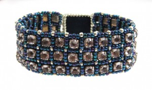 Rhinestones and beads bracelet