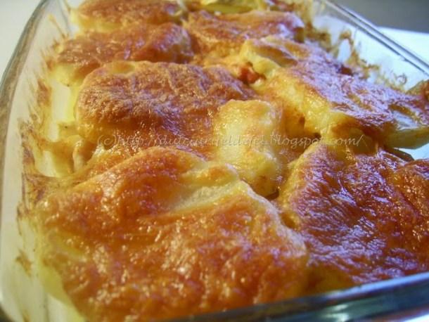 Cartofi cu piept de pui la cuptor
