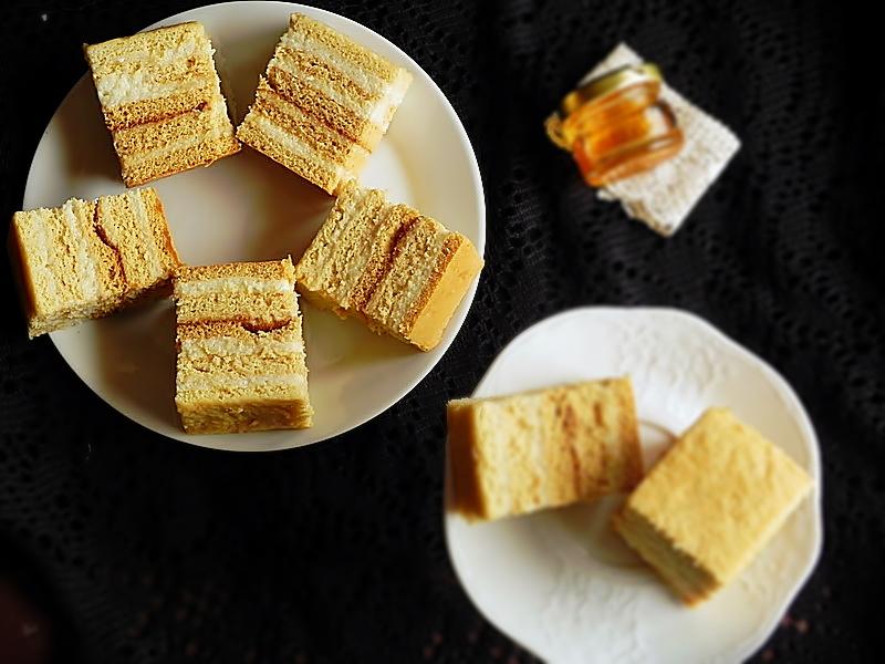 Prajitura cu miere si crema de gris