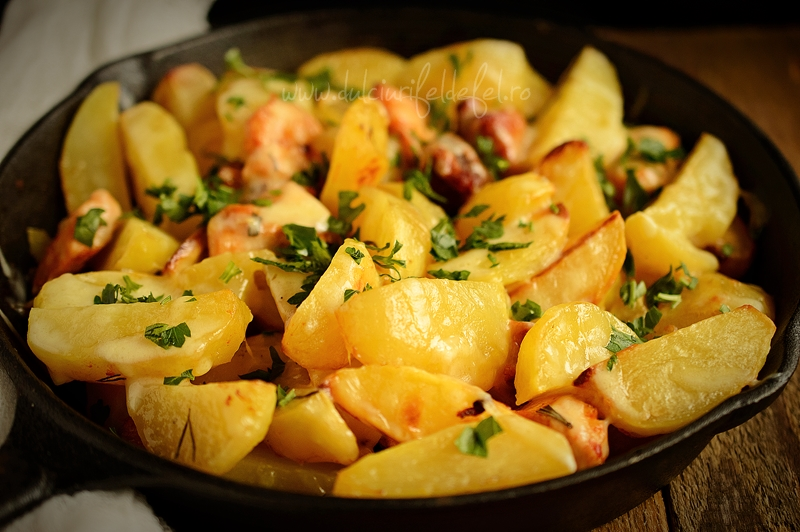 Cartofi la cuptor cu carne