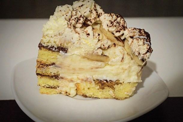 Tort cu rulada si banane