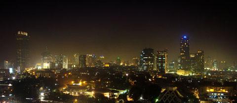 Thủ đô Jakarta, Indonesia phát triển tuyệt đẹp về đêm.