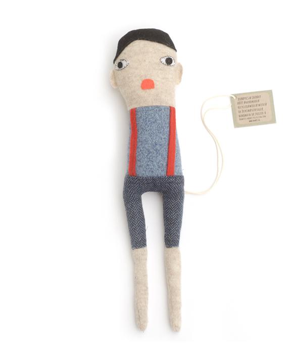 skinny boy lappenpop blauw truitje en rode bretels
