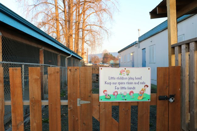 Signs on Wendy's House Children's Play and Discovery Centre, 19 November 2018. The building on the right is the day care facility; the building on the left is the site of the proposed Women's Emergency Shelter. (photo by DuncanTaxpayers.ca)