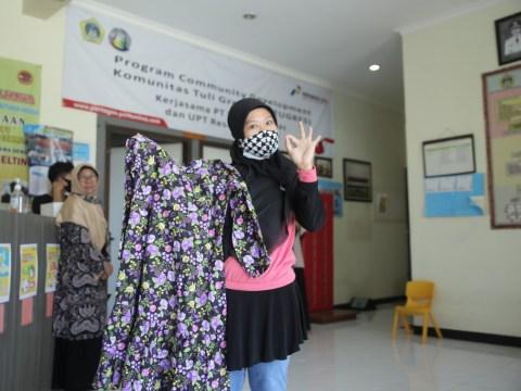 Komunitas Tuli Gresik Binaan Pertagas Ciptakan Desain Fesyen Ala Esmod