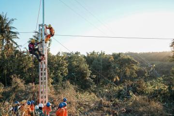 PLN Pulihkan 100% Sistem Kelistrikan Enam Kabupaten di NTT