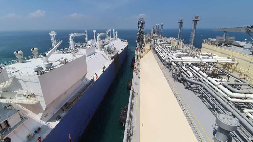 Kapal FSRU Jawa Satu Terima Kargo LNG Perdana