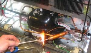 cara mengatasi kulkas tidak dingin