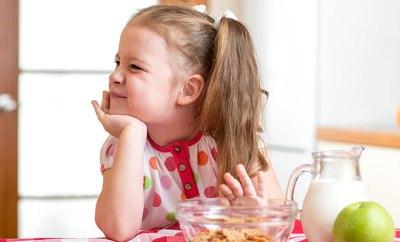 niña sin hambre