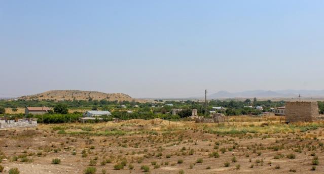 Bununla birlikte, son yıllarda Ukhtasar'da meyve bahçelerini ve bahçelerini sulamak için yeterli su yoktur ve program kapsamında verilen evler kötü duruma düştü