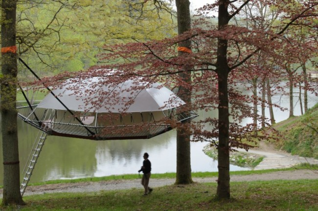 Ağaç ev Dom'up kurulduğunda böyle bir görünüme sahip oluyor.