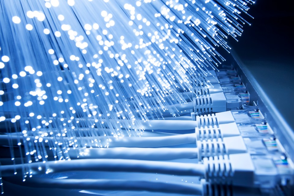 broadband-fibre-router-cat5-cable-internet-high-speed