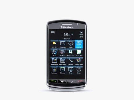 Storm - 2008'de piyasaya çıkan BlackBerry'nin ilk tam dokunmatik ekranlı telefonunda WiFi desteği yoktu.