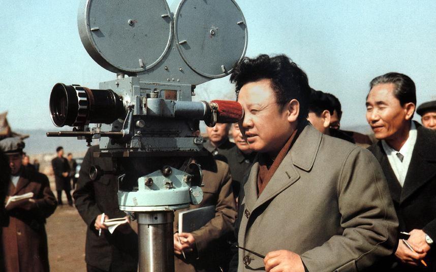 Pek çok diktatör gibi Kim Jong-il de kültür ve sanata özel bir ilgi besliyordu.