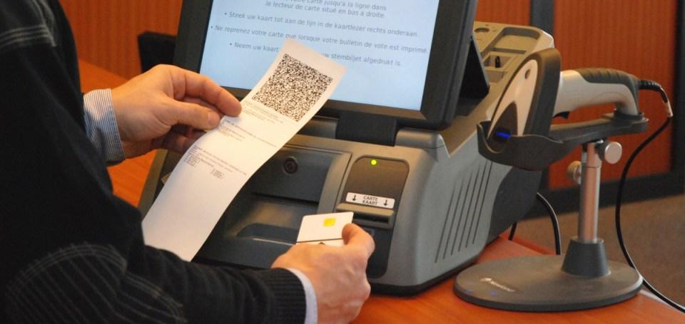 2014 yılında Belçika yerel seçimlerinde kullanılan Smartmatic elektronik oy makinesi.