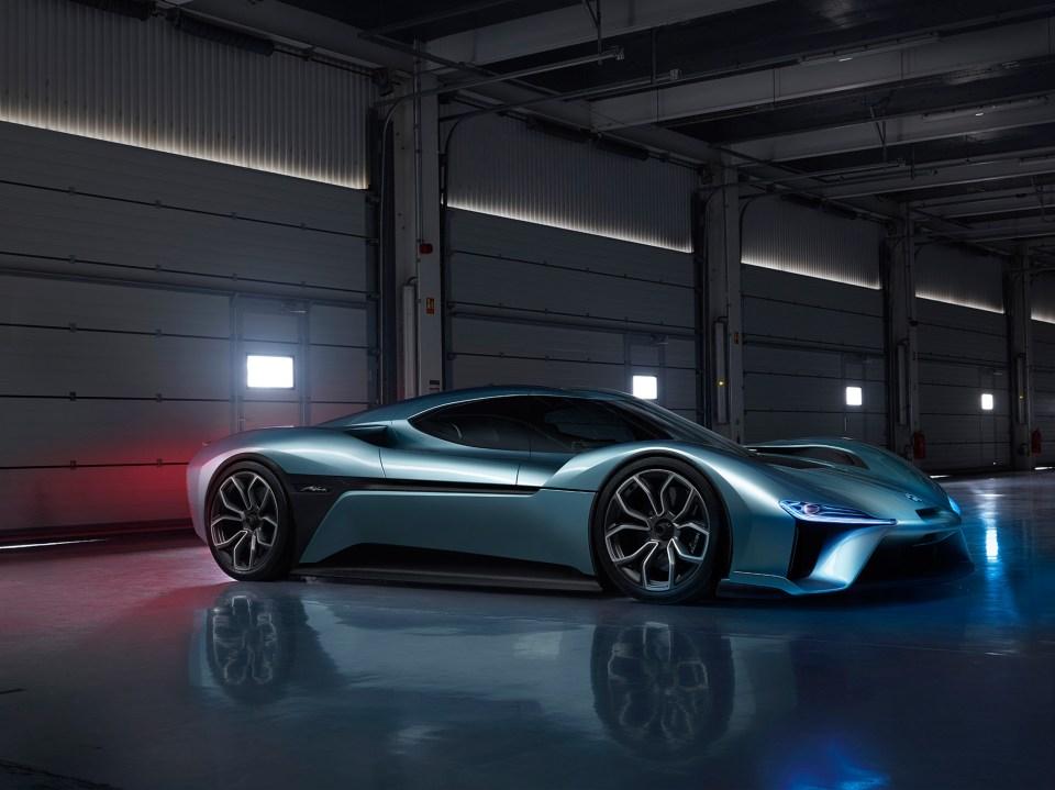 nio-ep9-electric-car-transport-design_dezeen_2364_col_2
