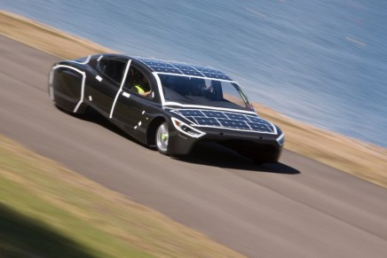 sunswift-violet-solar-electric-sedan-designboom-05 (1)