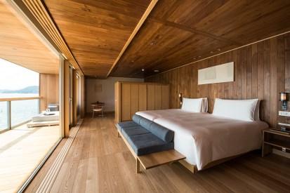 guntu-hotel-floating-seto-inland-sea-japan-designboom-04