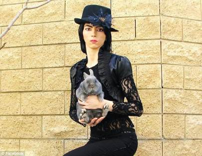 4ACE23DC00000578-0-Nasim_Aghdam_39_has_been_identified_as_the_woman_who_shot_a_man_-a-4_1522819213602