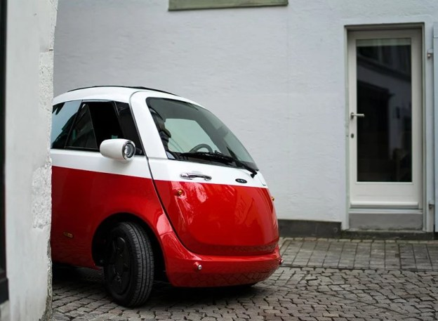 microlino-electric-car-street-le1
