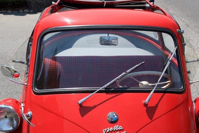 1956-BMW-isetta-300-bubble-car-m4