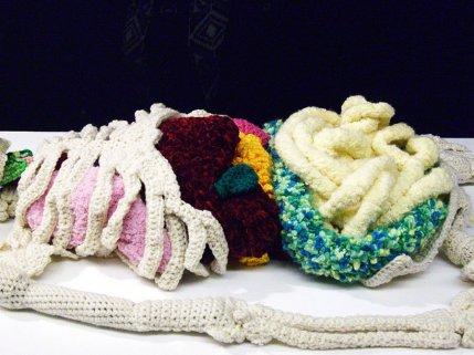 crochet-artist-creates-life-sized-anatomically-correct-skeleton-designboom-3